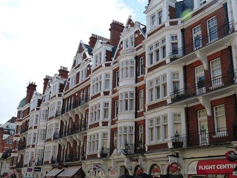Vuoi studiare inglese all'estero? Scegli di studiare nel Regno Unito. Potresti sia scegliere un corso di lingua inglese, sia l'università