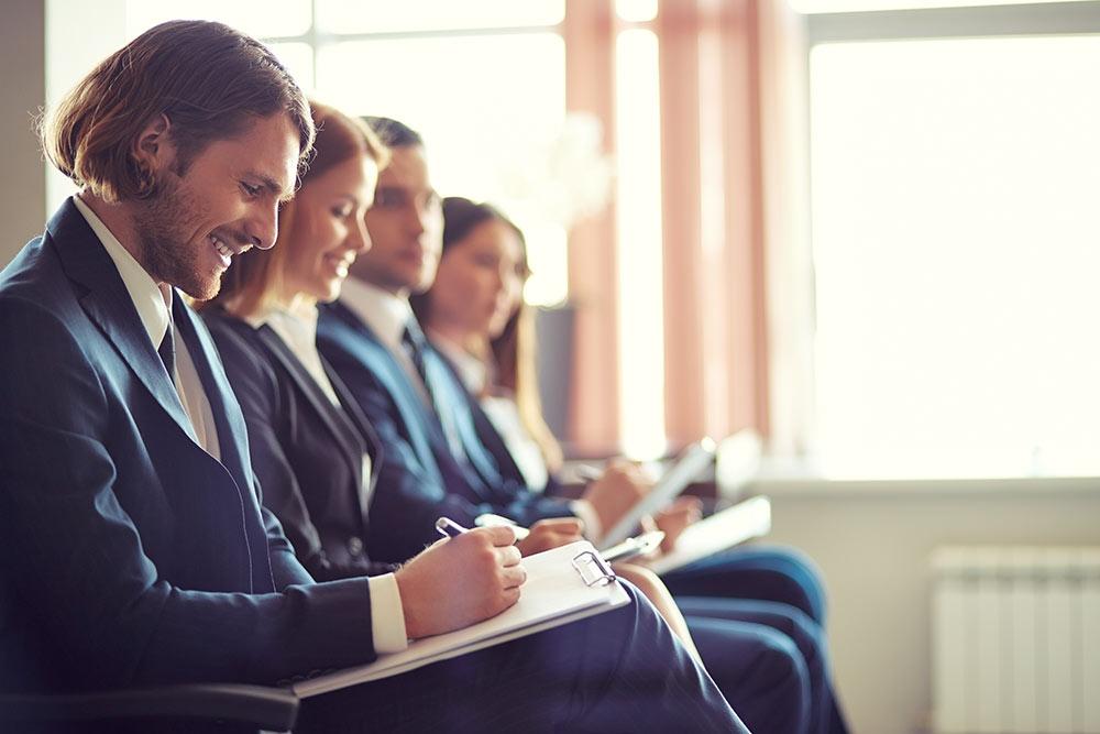 studiare e lavorare in Australia è possibile con due visti differenti: il Working Holiday Visa e lo Student Visa. Scegli quello più adatto a te e parti con LAE!